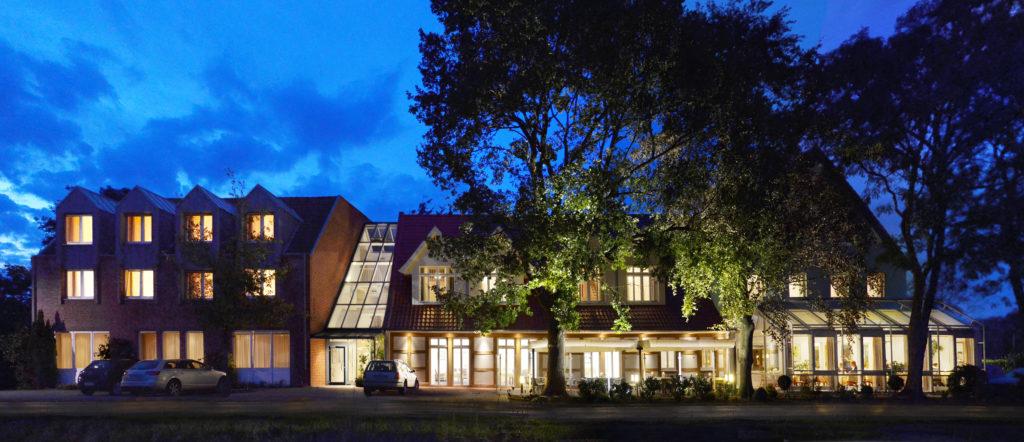 AKZENT Hotel Haus Surendorff_Bramsche_Hausansicht_Nacht
